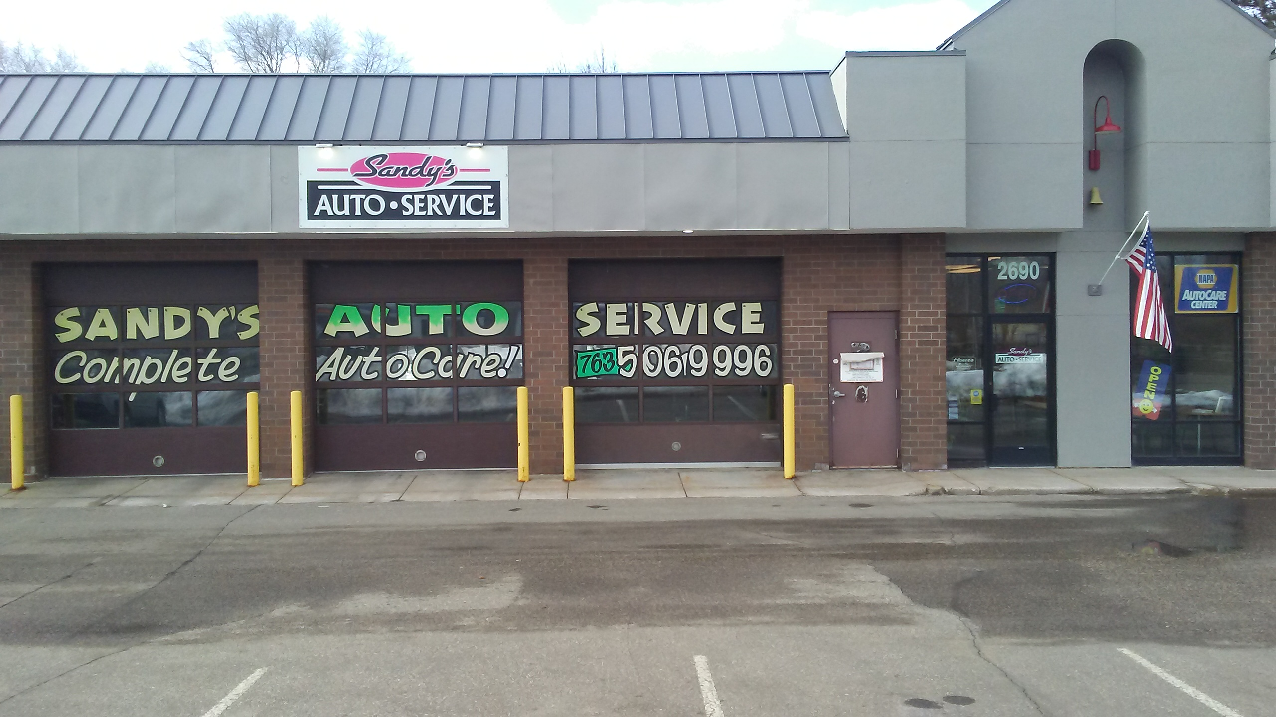 picture of the outside of Sandy's auto